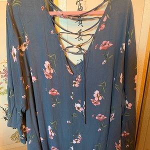 Torrid 5 grey with pink floral bell sleeve top
